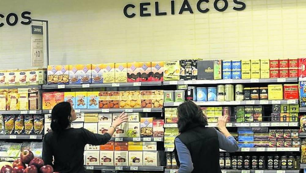 Sección de productos de celiacos en un supermercado.
