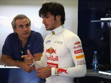 Carlos Sainz padre observa a Carlos Sainz hijo