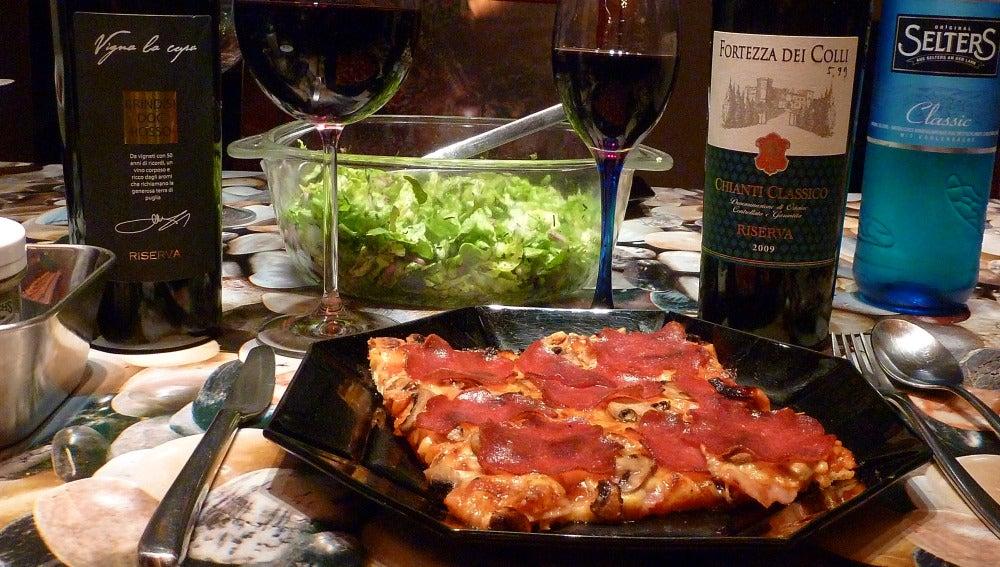 Claro, la pizza también puede ir con vino.