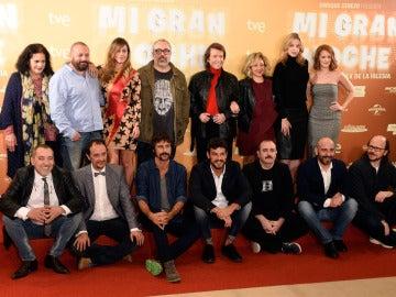 El equipo al completo de 'Mi Gran Noche', en cines 23 de octubre