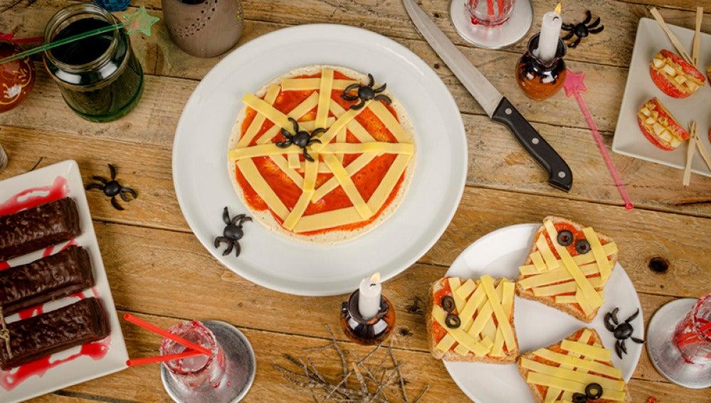Pizzas con forma de tela de araña para Halloween