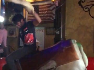 Carlos Sainz, subido a un 'toro loco'