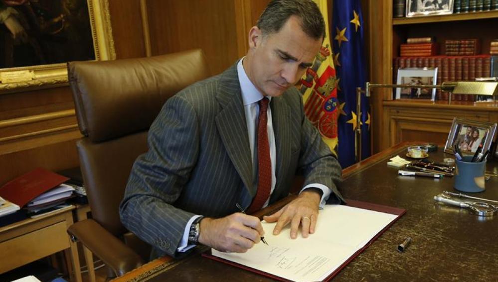 Primer decreto de convocatoria de elecciones generales con la firma de Felipe VI