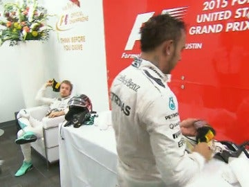 Rosberg le tira la gorra a Hamilton tras el GP de EEUU
