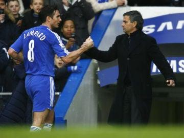 Lampard saluda a Mourinho en su época juntos en el Chelsea