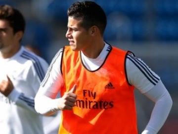 James, en un entrenamiento del Real Madrid