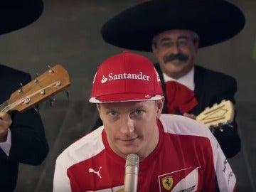 Kimi se anima a cantar junto a unos mariachis