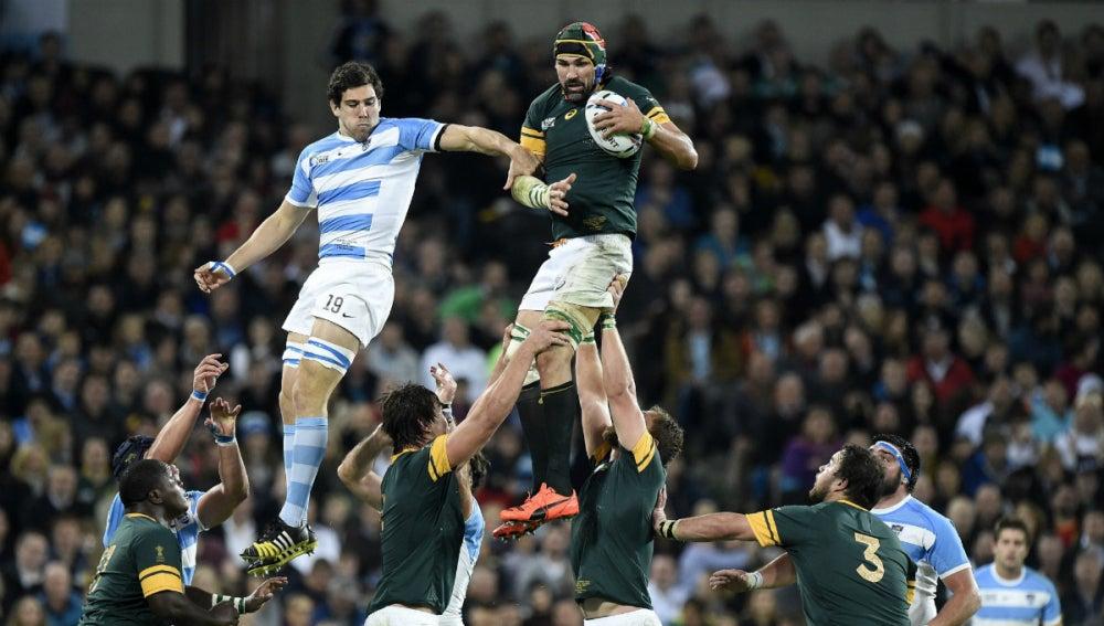 Argentina disputa una touch a Sudáfrica