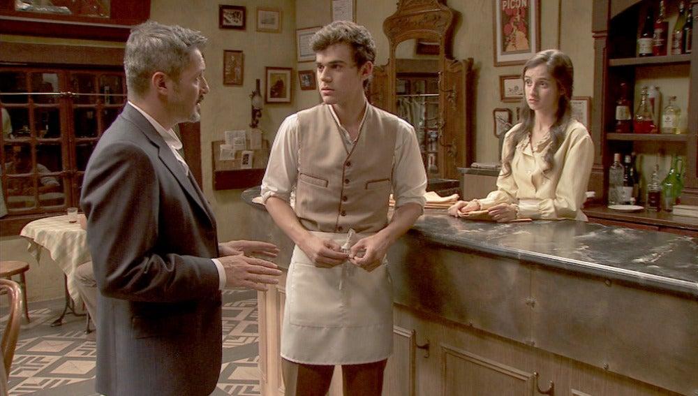 Alfonso pide un favor a Matías y Prado