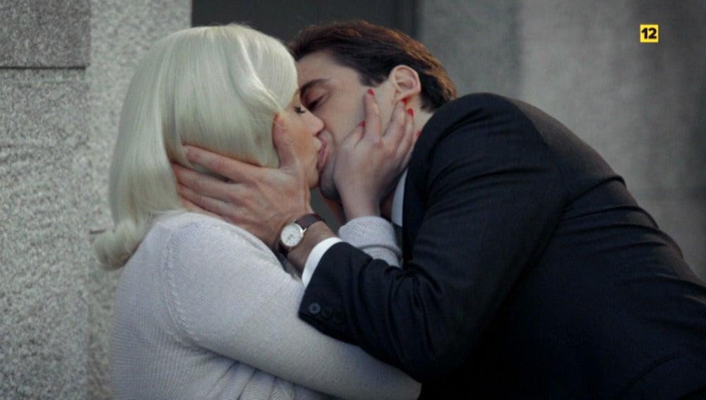 Patricia, agobiada por la presión de su boda con Valentín, se refugia en los brazos de Jonás