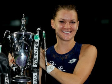 Radwanska celebra su victoria en el Masters de Singapur