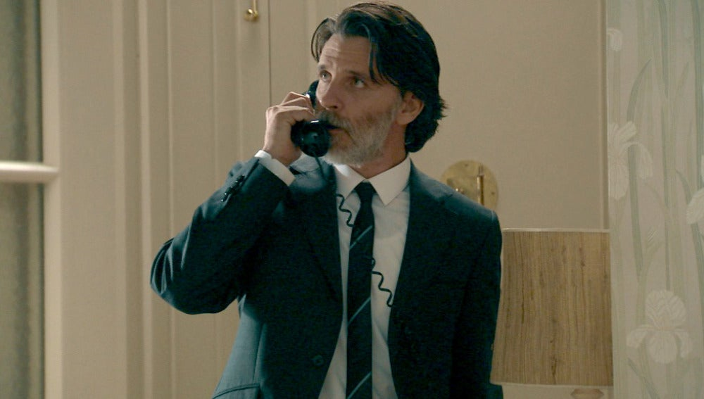 Tomás recibe una noticia en el domicilio de Adela y Eugenio