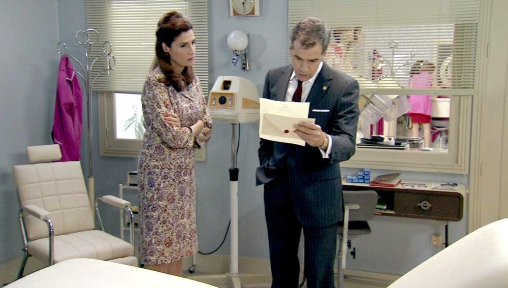Adela y Eugenio reciben una carta