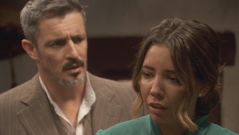 Alfonso busca desesperadamente el perdón de Emilia