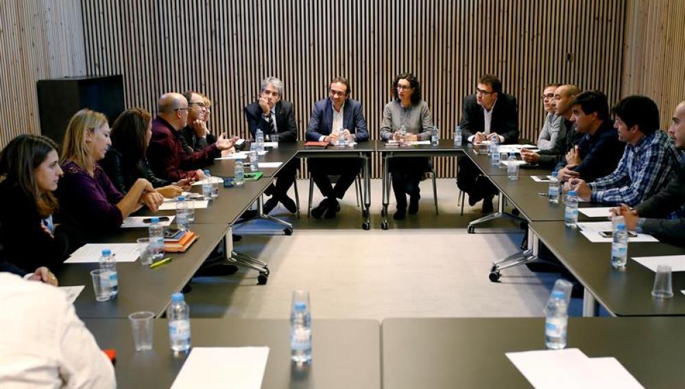 Vista de la reunión de CDC y ERC