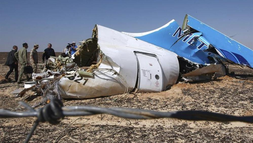 Restos del avión siniestrado en la península del Sinaí.