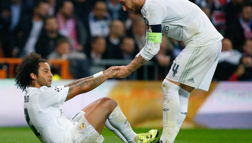 Marcelo ayudado por Sergio Ramos