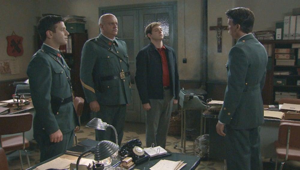 Tomás comunica a Gervasio y Guillermo que ahora él es su superior