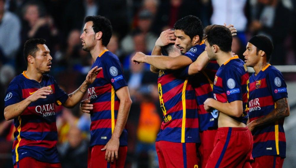 JUgadores del Barcelona celebrando un tanto