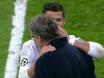 Cristiano Ronaldo habla con Laurent Blanc