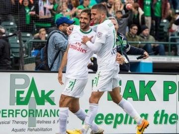 Raúl celebra su gol con el Cosmos