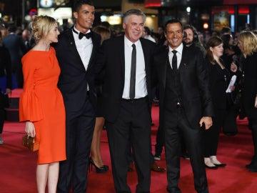 Cristiano Ronaldo, junto a Carlo Ancelotti y Jorge Mendes