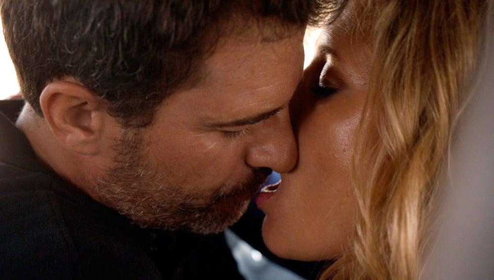 Héctor se deja seducir por Agneska para encontrar a Barislav