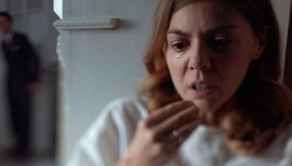 Cristina se vuelve loca y piensa en suicidarse