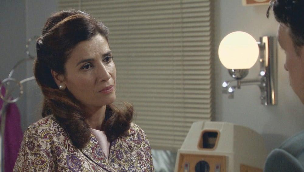 Adela descubre que Eugenio intentó sobornar a Tomás