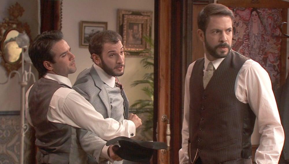 Eliseo llega para informar a Lucas