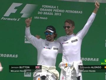 Alonso y Button, en el podio de Interlagos