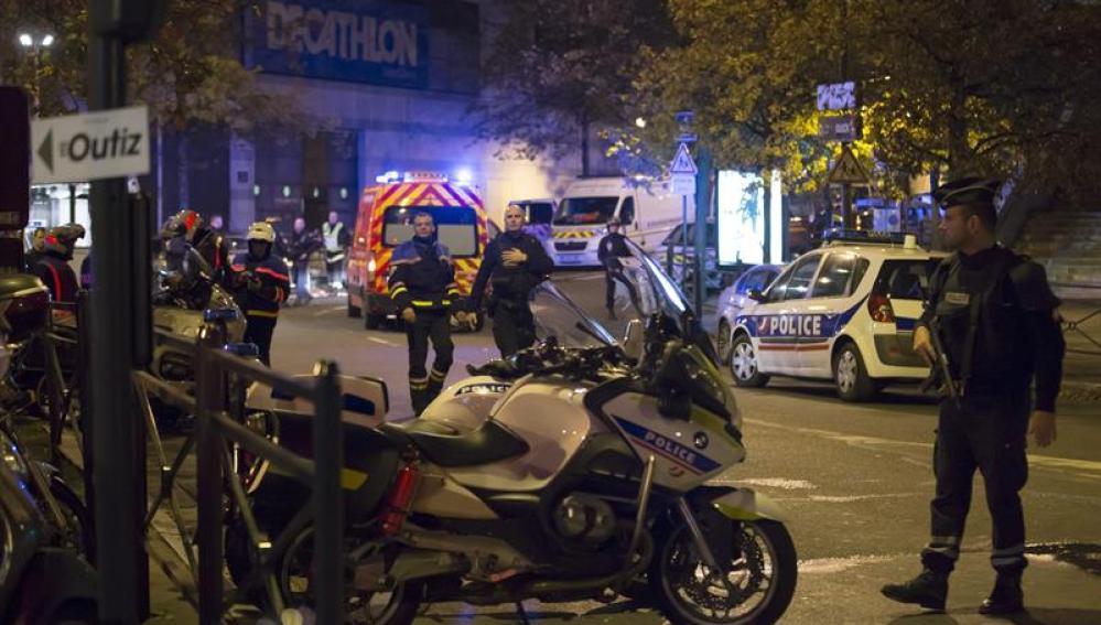 La policía francesa ha acordonado la icónica Plaza de la República