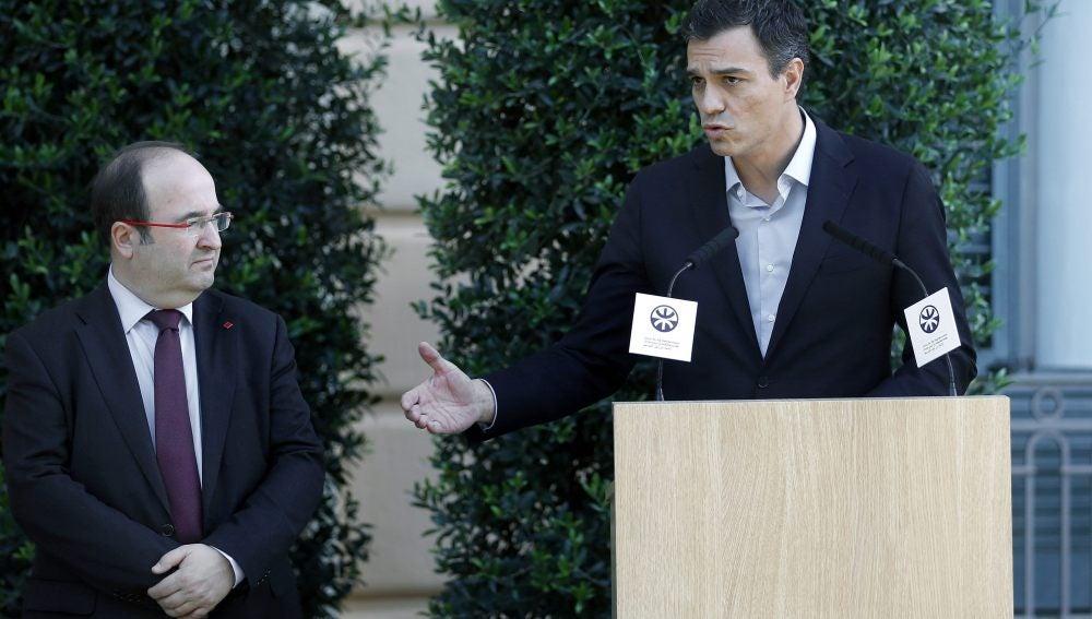 El líder del PSOE, Pedro Sánchez, y el primer secretario del PSC, Miquel Iceta