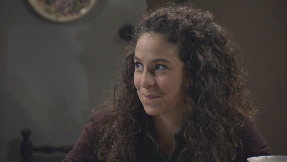 Carmen confiesa a su familia que le gustaría ser la novia de Toni
