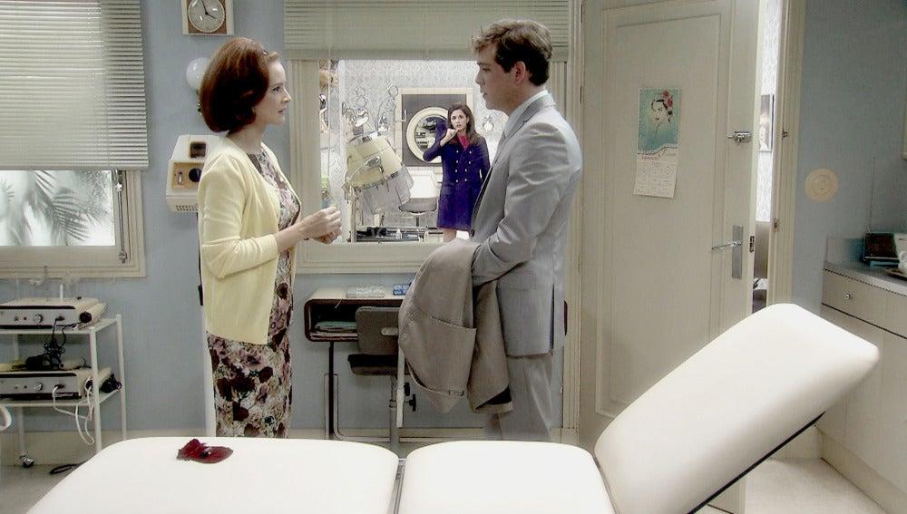 Sofía ve como Loli y Guillermo se besan