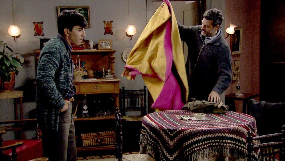 Ángel se enfrenta a su padre por el toreo