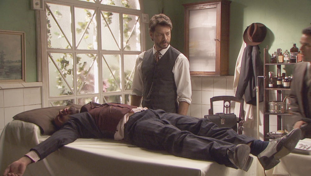 Lucas se ve obligado a cuidar de Eliseo tras la pelea con Severo
