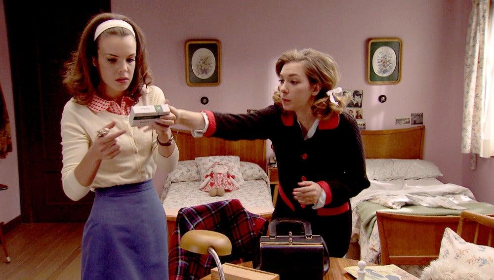 María descubre que Leonor y Miguel se han acostado