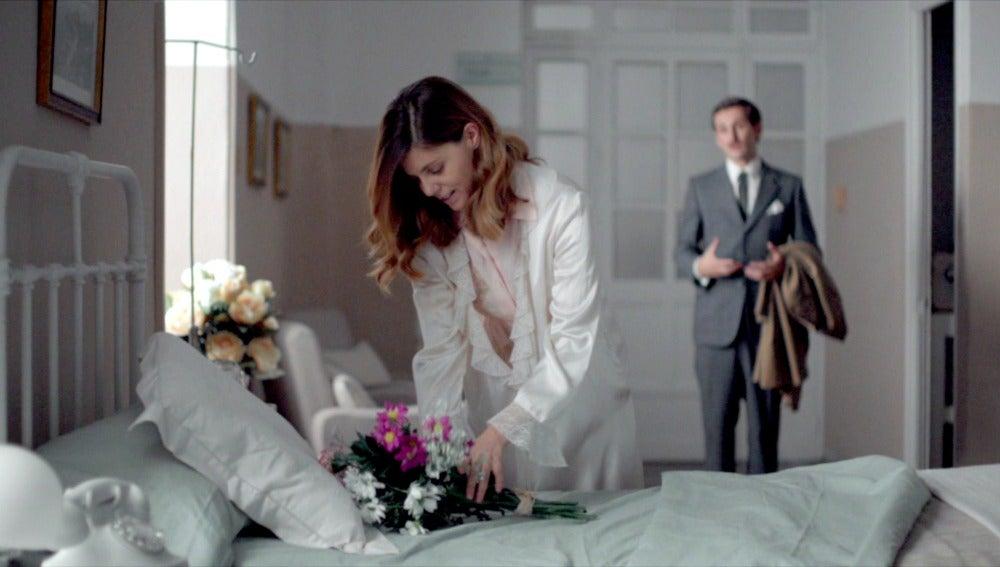 Víctor visita a Cristina en el hospital