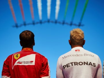 Sebastian Vettel y Lewis Hamilton, durante el GP de Italia