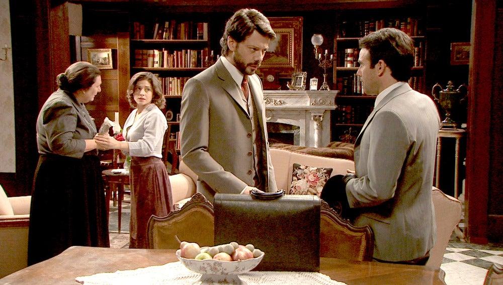 Carmelo informa a Lucas sobre la situación de Sol
