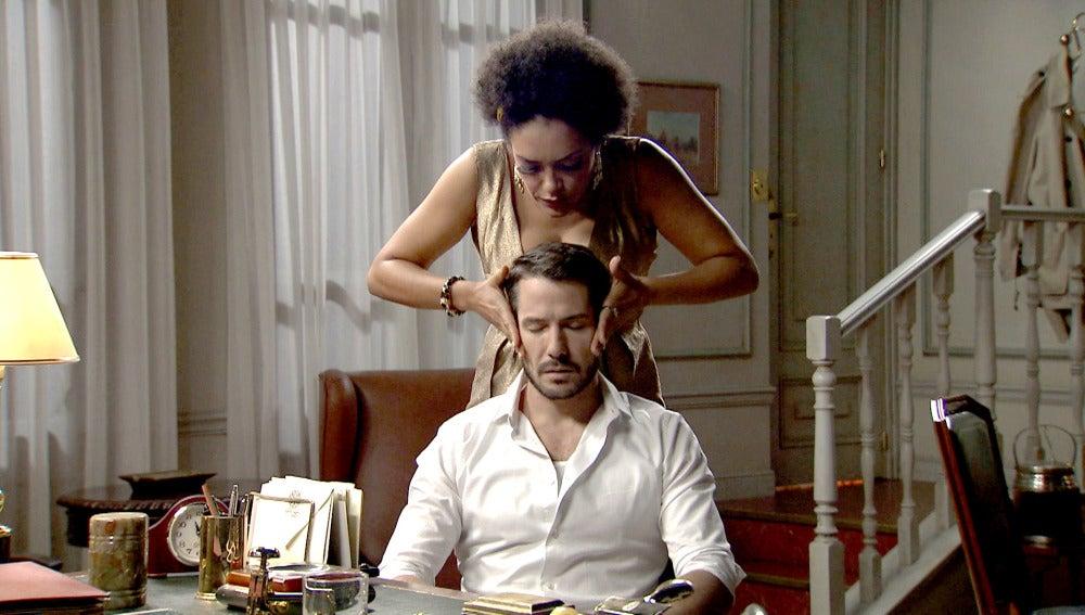Dalila trata de seducir a Miguel