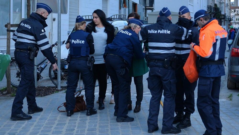 Policía de Bruselas realizan inspecciones