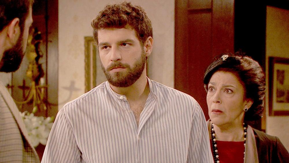 Bosco defiende a Francisca ante el ataque de Severo