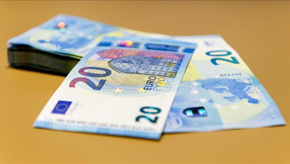 Vista de los nuevos billetes de 20 euros en el Dutch Bank de Amsterdam, Holanda