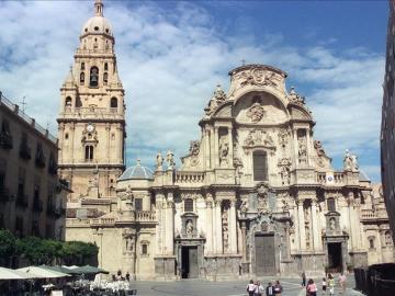 Vista de la fachada principal de la catedral de Murcia