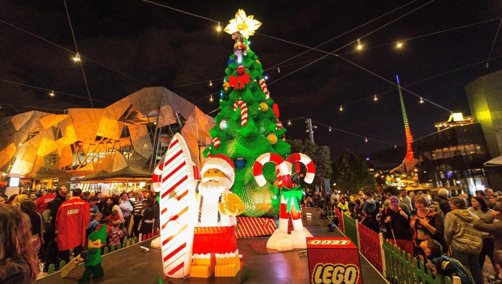 Árbol de Navidad compuesto de piezas de Lego en Melbourne
