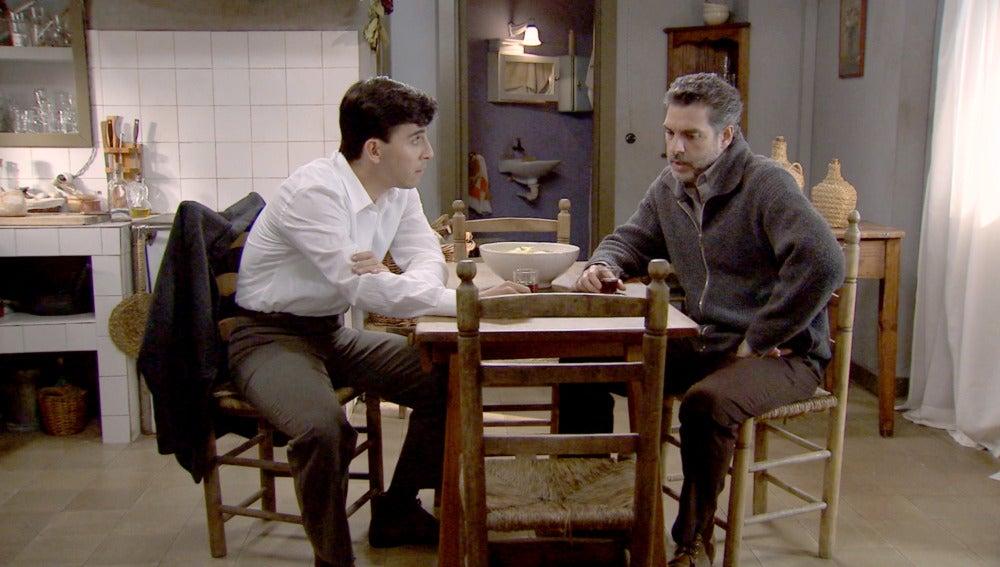 Eladio le cuenta a su hijo que ha perdido su trabajo