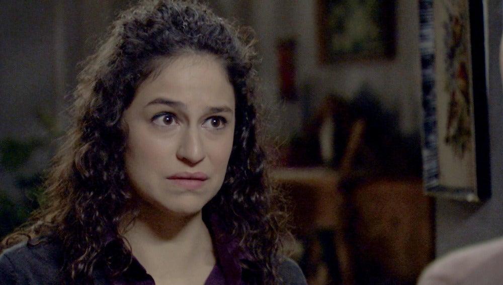 Carmen le pide ayuda a su madre