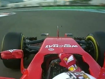 Vettel canta el 'cumpleaños feliz' por radio
